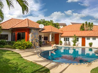 Villa Pattaya Hill with private swimming pool, 6 bedrooms and 5 bahtroom - Pattaya vacation rentals