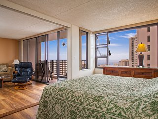 Large 1BR Incredible Views! Pool, Jacuzzi WB2806 - Waikiki vacation rentals