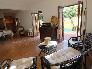 Up to 4 garden apartment, Messina - Messina vacation rentals