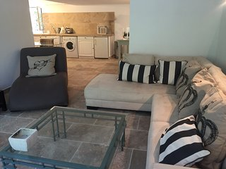 Fabulous 2 Bedroom Cannes Apartment - Cannes vacation rentals