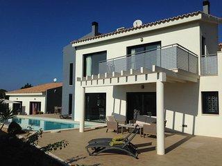 Cozy 3 bedroom Puig de Ros Villa with Internet Access - Puig de Ros vacation rentals