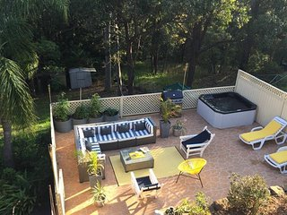Relax in the outdoor spa under the stars - Blaxland vacation rentals