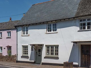 WHITE COTTAGE, pet-friendly cottage with woodburners, garden, Carhampton Ref - Dunster vacation rentals