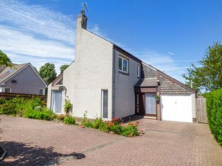 CHALDON, family friendly, WiFi, enclosed garden, ideal touring base, in Eyemouth, Ref 939547 - Eyemouth vacation rentals