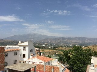 Casa Andaluz, 3 bed 3 storey house - Benamocarra vacation rentals