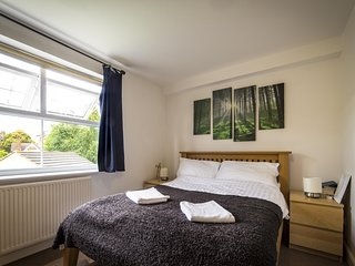 Spacious Double Ensuite Bedroom Nr Central London - London vacation rentals