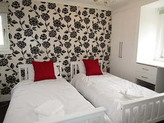 Cosy House - easy access to airport & city centre! - Edinburgh vacation rentals