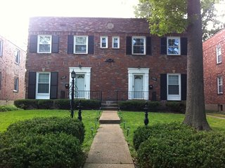 Walking distance to the Forest Park &St.Louis Zoo! - Saint Louis vacation rentals