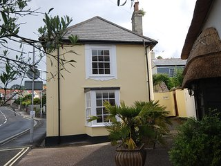 Pretty character cottage close to beach sleeps 4 - Lyme Regis vacation rentals