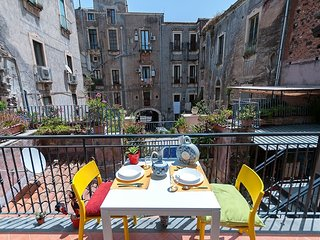 APARTMENT V - Catania vacation rentals