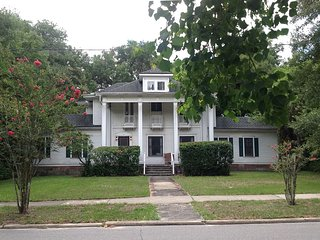 Large, lovely, renovated 1913 home on main block - DeLand vacation rentals