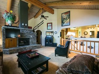Chalet-Style Duplex With Showpiece Fireplace, Stellar View, Private Hot Tub - Vail vacation rentals