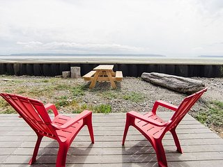 Beachside Cottage on Camano Island - Sweeping Mountain Views - Camano Island vacation rentals