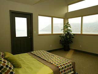 Spectacular View Down the Columbia Gorge! - Mosier vacation rentals