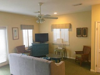Destin BEACH STREET COTTAGES Sleeps 6 50% off FL - Destin vacation rentals