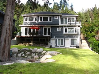 Riverfront Bed and Breakfast - Deep Cove Room - North Vancouver vacation rentals