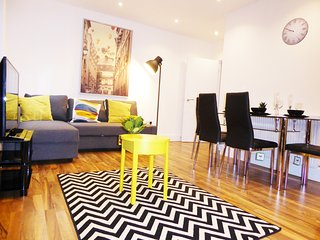 Trendy  Whitechapel flat with terrace,sleeps 6(E1) - London vacation rentals