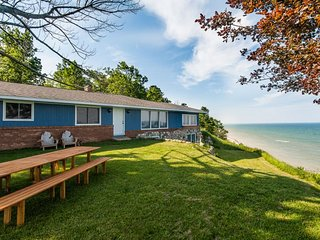 Possibly The Best Views of Lake Michigan in the Area! Great Lakes Escape. - Glenn vacation rentals