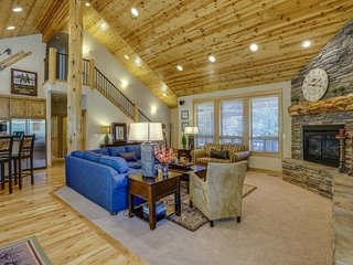 Custom-built home w/ hot tub, fun-filled game room & SHARC passes! - Sunriver vacation rentals