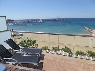 Ref. 2561 - EXTRAORDINARY SEAFRONT PENTHOUSE WITH JACUZZI. - - Palamos vacation rentals