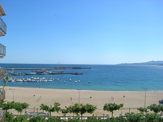 Ref. 2278 - NICE APARTMENT WITH 10M2 TERRACE AND WONDERFUL FRONTAL VIEW OVER THE SEA. - - Palamos vacation rentals