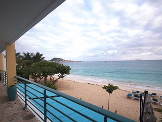 SUR MER @ Coco's Beach Club... gorgeous beach front condo on beautiful Simpson Bay!! - Simpson Bay vacation rentals