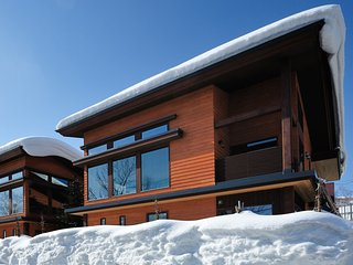Tsubaki, 4BR Luxury Modern Chalet in Central Hirafu, Kids Room, Family - Kutchan-cho vacation rentals