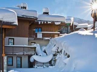 Spacious Chalet with Internet Access and Central Heating - La Tania vacation rentals