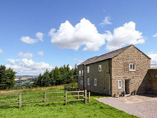 THE GRANARY, stone-built barn conversion, pets welcome, near Masham, Ref 920050 - Masham vacation rentals