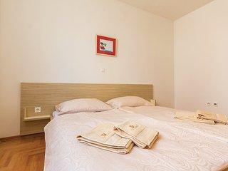 2 bedroom Apartment with Internet Access in Pjescana Uvala - Pjescana Uvala vacation rentals
