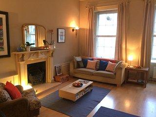 Big Spacious Flat in Heart of the City- Sleeps 6 - Edinburgh vacation rentals