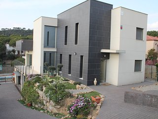 Villa Asturias, Modern house, 5 bedrooms, Lloret - Lloret de Mar vacation rentals