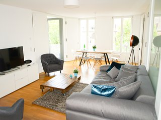 Mitte: 4ROOMS - 3BED/2BATH. Central City Apt. NEW! - Berlin vacation rentals