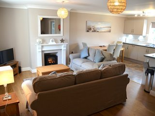 Stunning 3-bed cottage with garden,5 mins to beach - Jameston vacation rentals