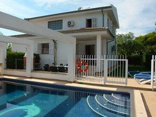 Spacious 4 bedroom Playa de Muro House with Internet Access - Playa de Muro vacation rentals