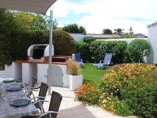 """""""La Rabouillére"""" maison avec jardin clos de murs - Le Bois-Plage-en-Re vacation rentals"""