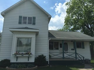 Cozy 3 bedroom East Tawas House with Internet Access - East Tawas vacation rentals