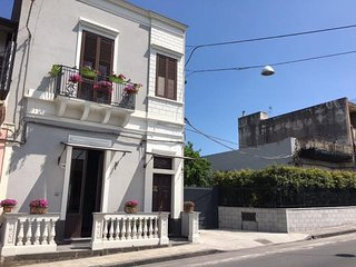 Nice 2 bedroom Giarre Apartment with Internet Access - Giarre vacation rentals