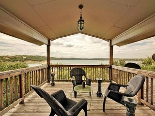 3br/2.5ba House on Lake Travis with Large Decks and Easy Walk to Water - Point Venture vacation rentals