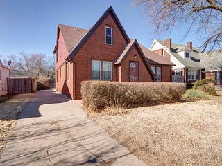 3 bd, 1 ba in College Hill-Sleeps 7 - Wichita vacation rentals