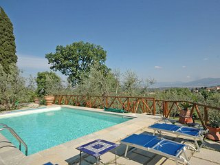 Charming 1 bedroom House in Pari - Pari vacation rentals