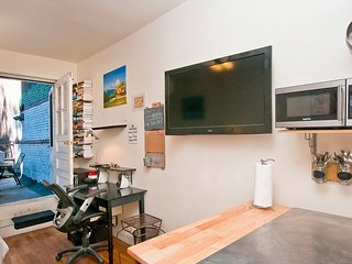 Yorkville studio with terrace - New York City vacation rentals