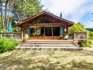 Ocean view cabin w/ deck and garden, a short walk to the beach and lighthouse! - Mendocino vacation rentals