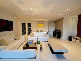 Luxurious 4 bedrooms apt in Peninsula one of the nicest area of Barra da Tijuca - Itanhanga vacation rentals