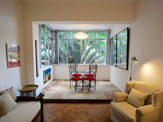 Beautiful 2 bedrooms apt in Leblon at 2 steps away from the beach and the Lagoa - Ipanema vacation rentals
