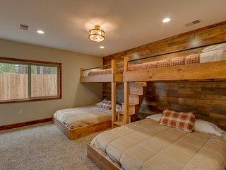 Tahoe Woods Villa – Arcade, Custom Bunk Beds, Walk to Lake & Heavenly, Wifi, Grill, AC - South Lake Tahoe vacation rentals