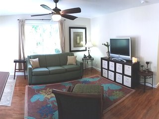 Sunny 3 bedroom Kailua House with Grill - Kailua vacation rentals