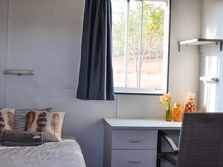 Oakey Downs Retreat #1 Ensuite room - single bed - Darwin vacation rentals