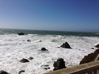 Cliffside Cottage. Best views on the Coast! - Bodega Bay vacation rentals