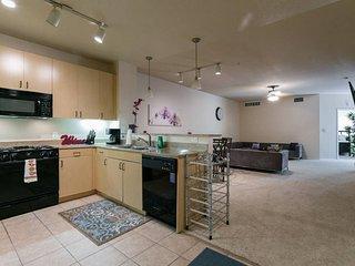 Studio City / Hwood Modern 2bdrm Luxury Apt!!! - West Hollywood vacation rentals